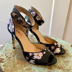 Floral print with ankle bucket high heels